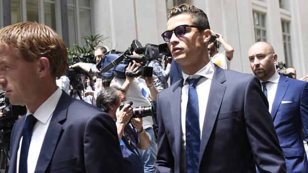 Hôm nay, Ronaldo hầu tòa vì cáo buộc trốn thuế