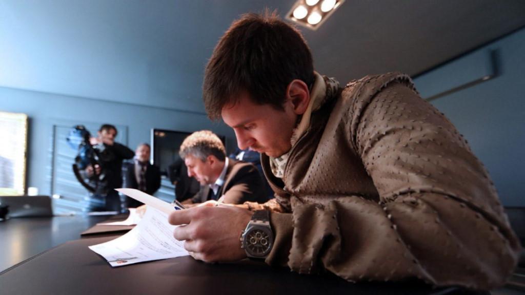 Chỉ 12 năm, Messi 9 lần ký hợp đồng với Barca