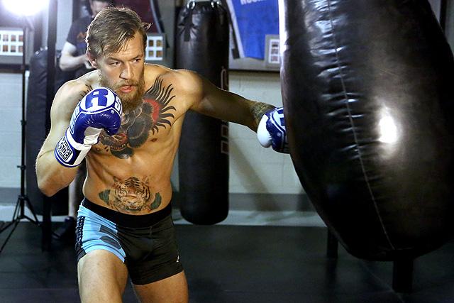 Conor McGregor đánh theo luật MMA khi đấu tập boxing