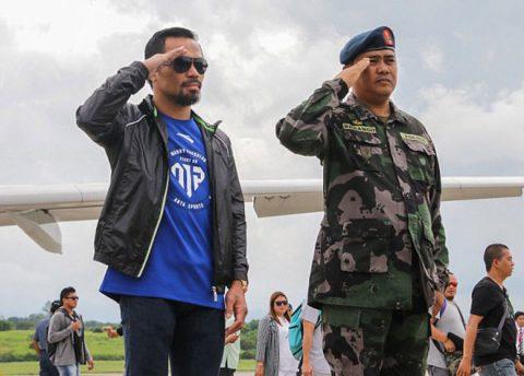 Pacquiao được người dân Philippines chào đón như người hùng dù mất đai WBO