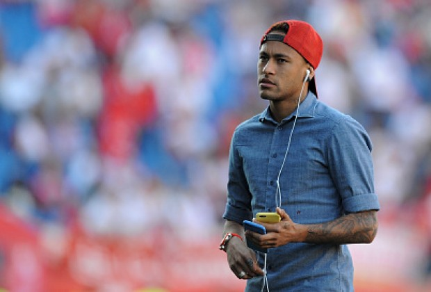 Cựu trung vệ Puyol muốn Neymar lên tiếng làm rõ tương lai
