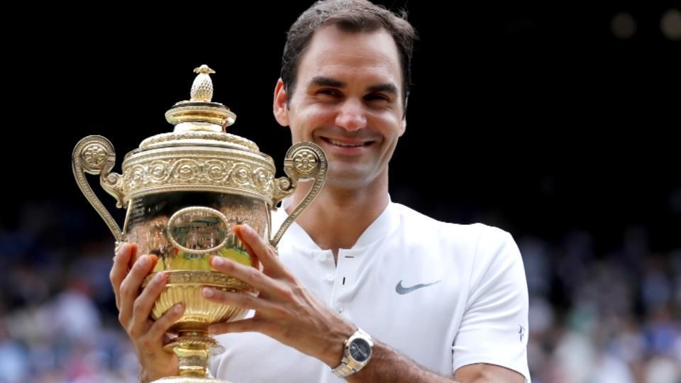 Lần thứ 8 đăng quang tại Wimbledon, Tàu tốc hành Federer còn vĩ đại hơn cả Liverpool