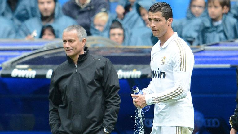 """Jose Mourinho: """"Mua Ronaldo là thương vụ bất khả thi"""""""