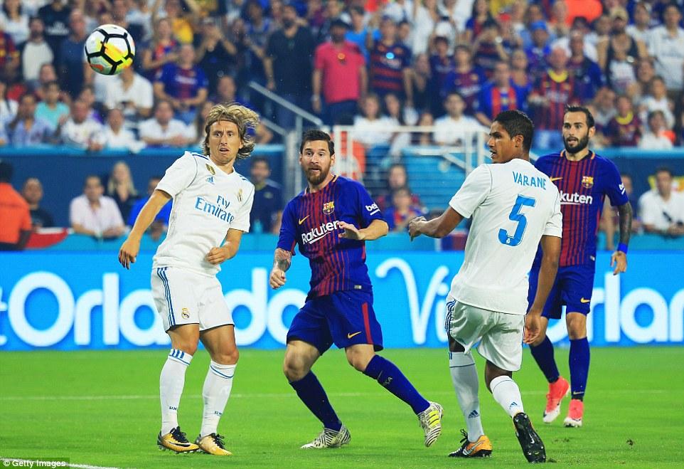 Messi tỏa sáng rực rỡ, Barca thêm một lần khuất phục Real sau cuộc rượt đuổi tỉ số kịch tính