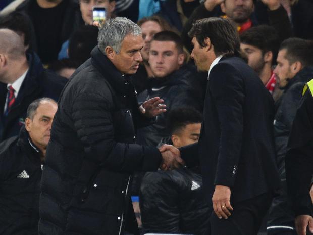Chelsea lâm vào thế khó vì… Mourinho