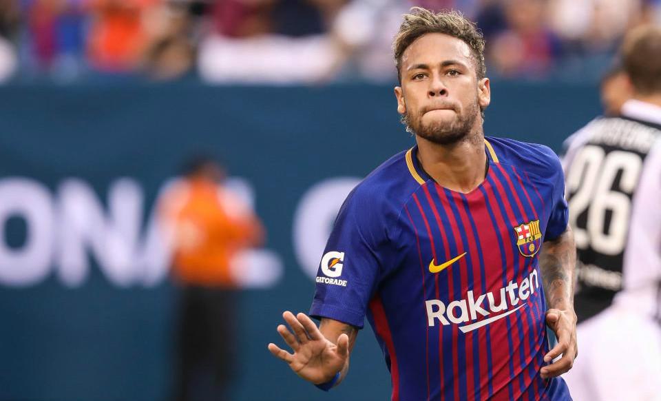 """Ronaldo khuyên Neymar: """"Ở lại Barca và chờ lời đề nghề từ MU"""""""