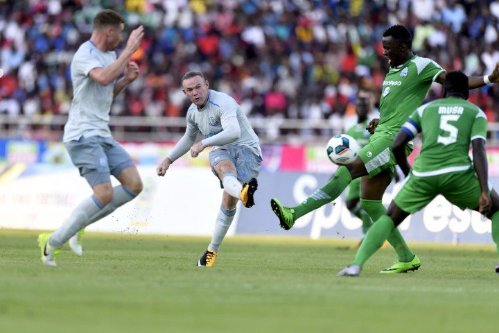 Rooney lập siêu phẩm trong ngày tái xuất Everton