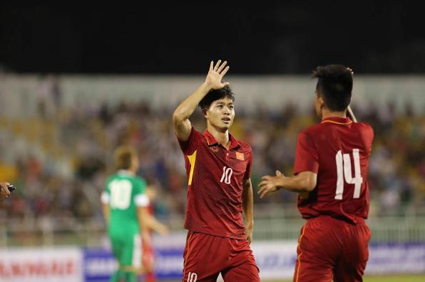 Tạo cơn mưa bàn thắng vào lưới Macao, U22 Việt Nam tạm thời vươn lên ngôi đầu bảng