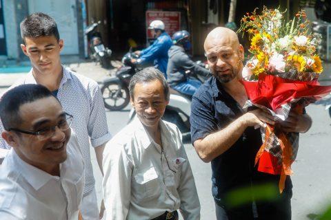 Flores đến thăm võ sư Nguyễn Văn Chiếu – chánh chưởng quản môn phái Vovinam