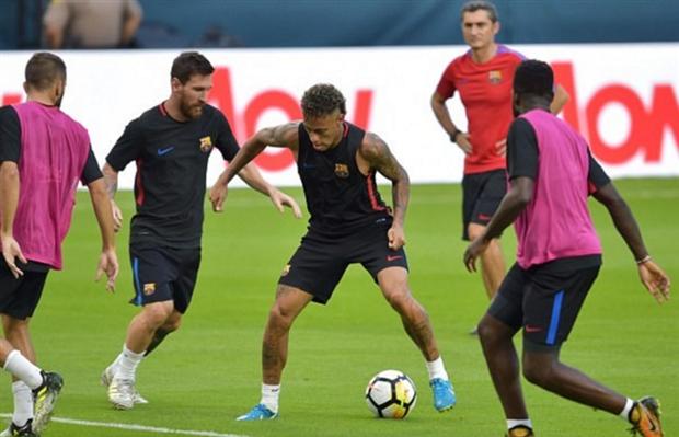 Sau lùm xùm đánh nhau, Neymar đã trở lại luyện tập cùng Barcelona