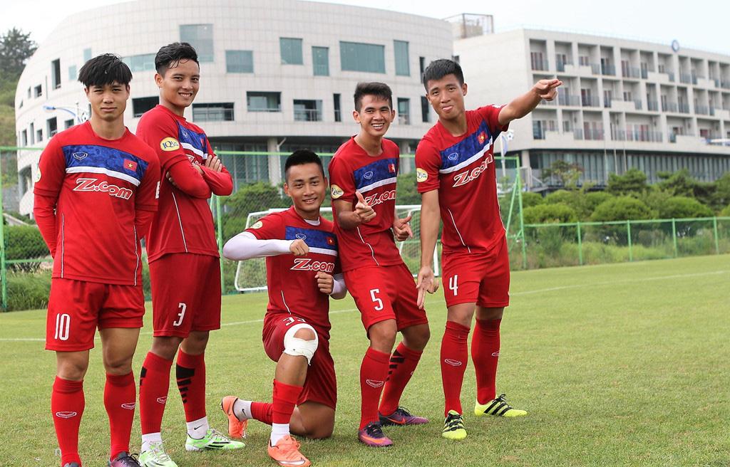 CHÙM ẢNH: U22 Việt Nam thoải mái vui đùa trên sân tập, bỏ mặc tin đồn loại 4 cầu thủ