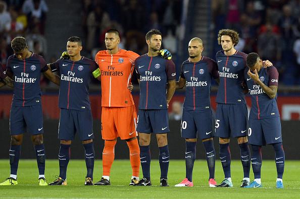 CHÙM ẢNH: Neymar nghẹn ngào trong phút mặc niệm nạn nhân vụ khủng bố tại Barcelona