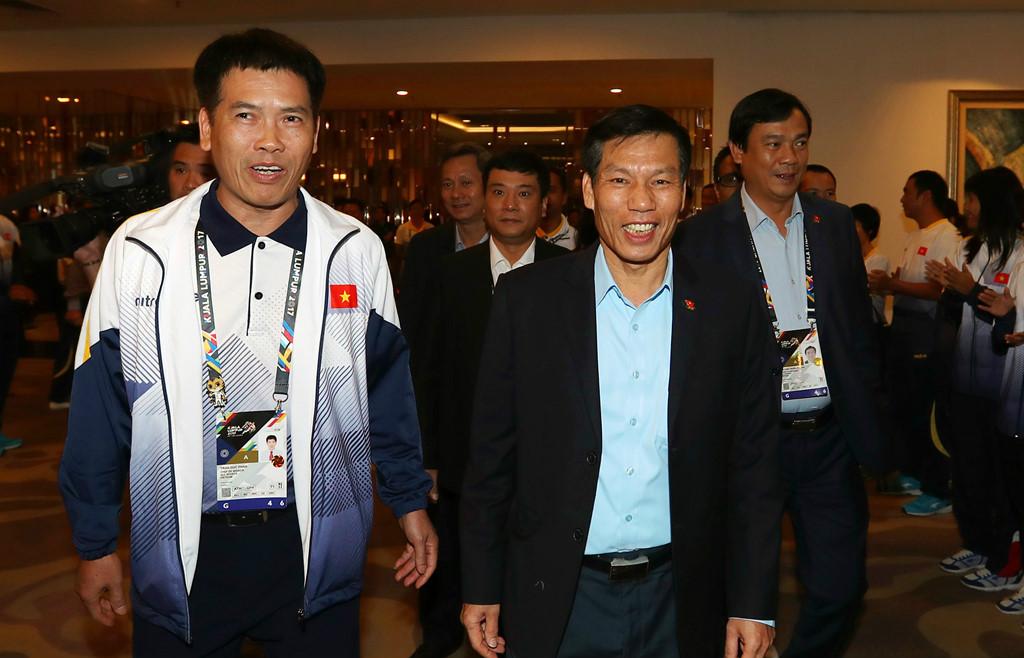 Hai đội tuyển bóng đá Việt Nam nhận được sự quan tâm đặc biệt ở Malaysia