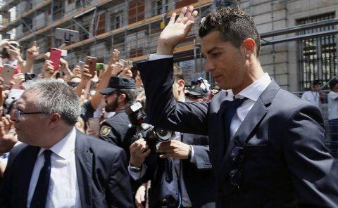 Ronaldo tuyên bố cực đanh thép sau buổi hầu tòa trốn thuế khiến tất cả nể phục