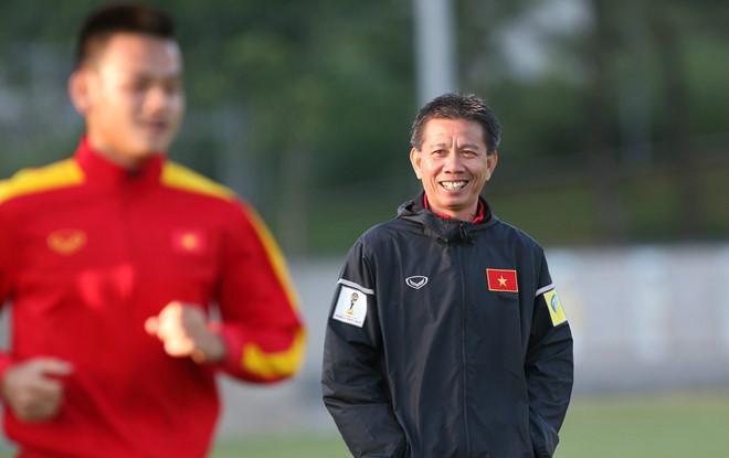 HLV Hoàng Anh Tuấn tái xuất cùng U18 Việt Nam