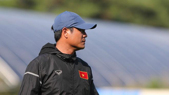 HLV Hữu Thắng phải đi bệnh viện kiểm tra sức khoẻ ở Hàn Quốc