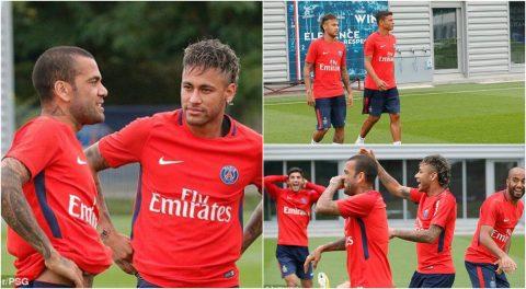 Vừa ra mắt PSG, Neymar liền xỏ giày ra sân tập