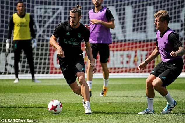 Gareth Bale phải rời sân tập sớm do chấn thương