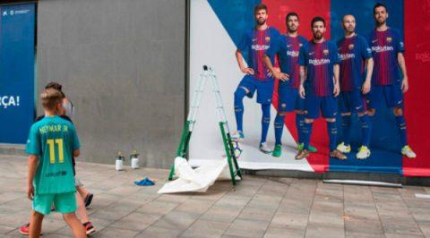 Barca gỡ toàn bộ hình ảnh của Neymar ngoài sân Nou Camp
