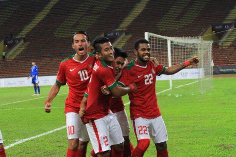 Hạ 10 người U22 Campuchia, U22 Indonesia giành vé vào bán kết