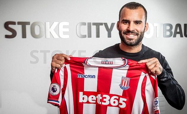 Jese Rodriguez rạng rỡ ngày ra mắt Stoke City