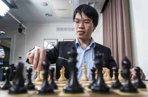 Quang Liêm hạ 'vua cờ' Garry Kasparov sau 31 nước cờ
