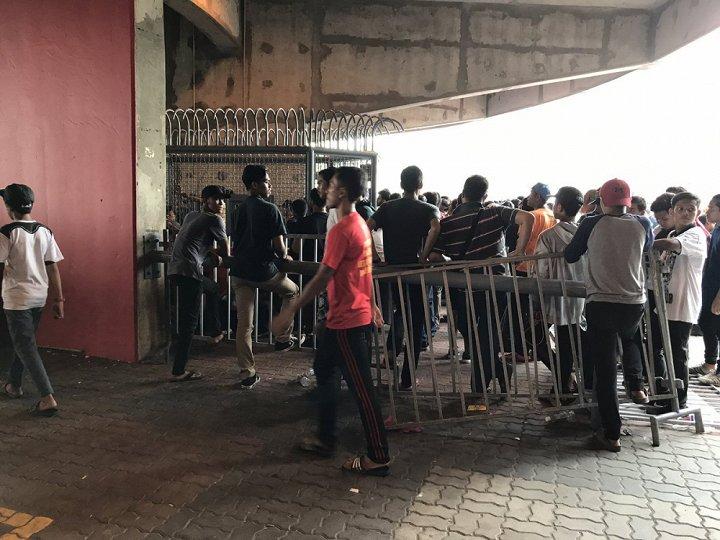 Cháy vé xem chung kết SEA Games 29: CĐV đạp vỡ rào an ninh, làm loạn Shah Alam