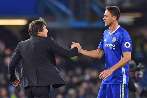 Conte bực tức vì BLĐ Chelsea tự ý bán Matic cho MU