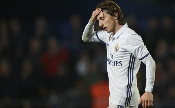 Modric bị cấm chơi trận siêu cúp Tây Ban Nha vì lý do trớ trêu