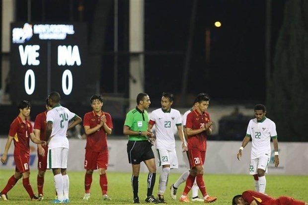 Sau cơn phẫn nộ, NHM lại bắt đầu lo lắng cho U22 Việt Nam