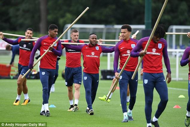 Dàn sao tuyển Anh tập luyện cực lạ trước trận đại chiến với Slovakia