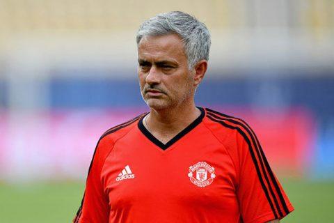 Toàn thắng 3 trận đầu mùa, Mourinho được MU tưởng thưởng