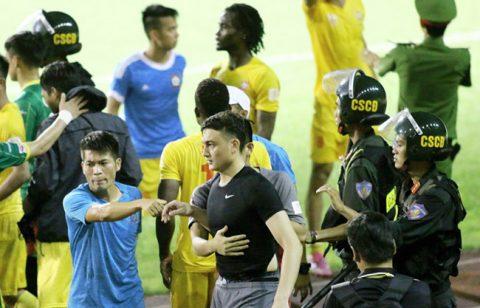 Hết tụt dốc không phanh đến scandal thủ thành Văn Lâm bị tẩn, chuyện quái gì đang xảy ra ở CLB Hải Phòng?