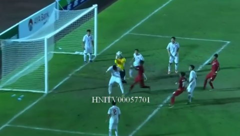 VIDEO: Sai lầm nghiêm trọng của thủ môn U18 Việt Nam khiến đoàn quân của HLV Hoàng Anh Tuấn bị loại tức tưởi