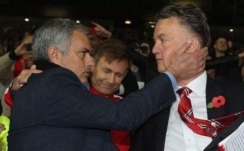 """Jose Mourinho phát biểu cực """"phũ"""" về Man Utd thời """"hậu Sir Alex"""" khiến David Moyes và Van Gaal tức điên"""