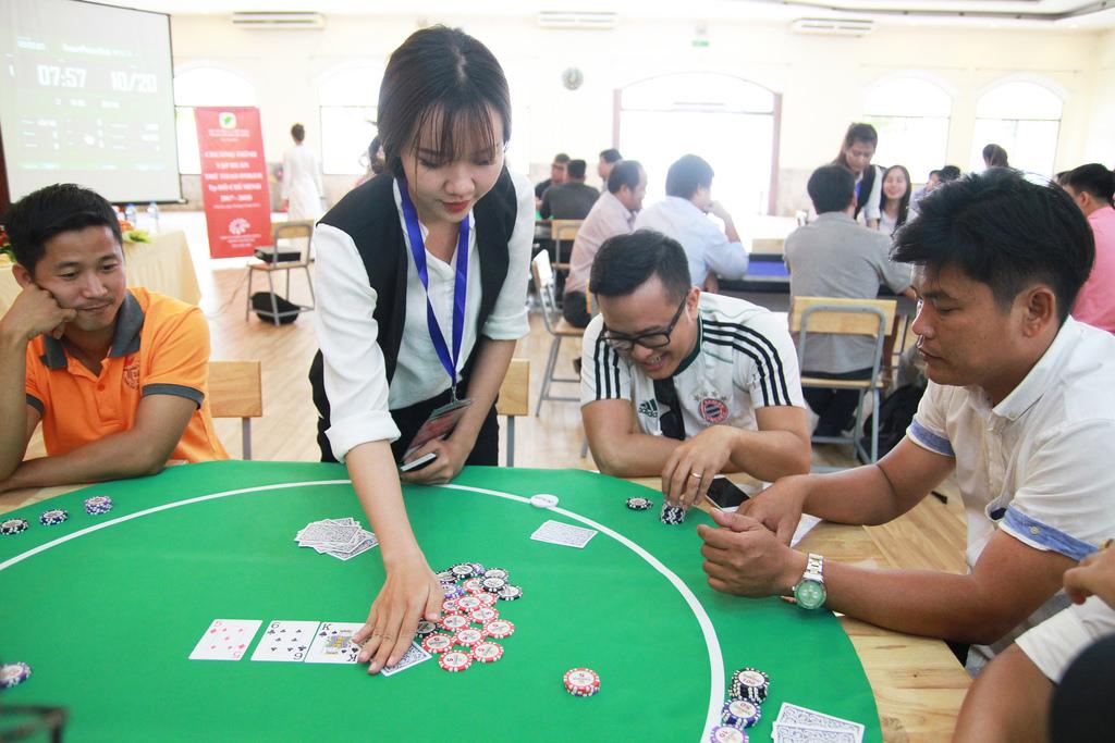 CỰC SỐC: Indonesia đưa đánh bài 'phỏm, tiến lên' vào thi đấu tại ASIAD 2018