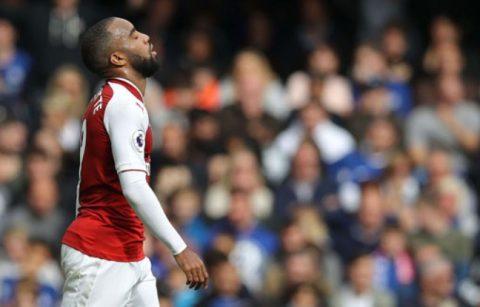Phung phí nhiều cơ hội, CĐV Arsenal thất vọng tràn trề với bom tấn Lacazette