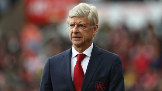 """HLV Wenger ra sức """"năn nỉ"""" các CĐV ủng hộ đội bóng"""