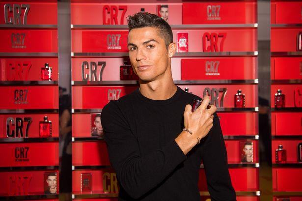 Chưa được ra sân, Ronaldo tranh thủ ra thương trường kinh doanh nước hoa