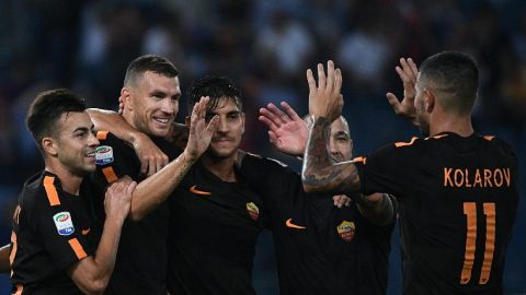 Dzeko thăng hoa với cú đúp, AS Roma vùi dập Hellas Verona trong trận thủy chiến trên sân Olimpico