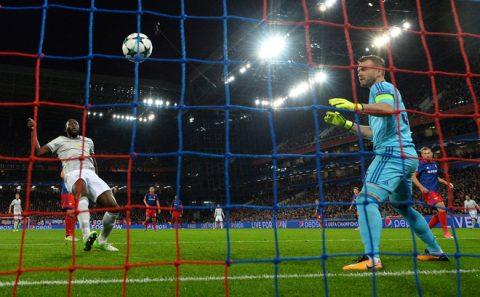 """Nạn nhân của Lukaku, Martial kéo dài kỷ lục """"đau lòng"""" nhất Champions League"""