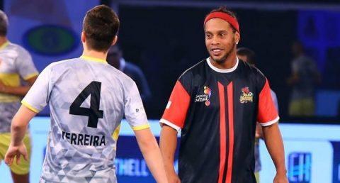 Chói sáng với 12 bàn, Ronaldinho làm lu mờ hoàn toàn P.Scholes, Danh Phát tại giải Premier Futsal