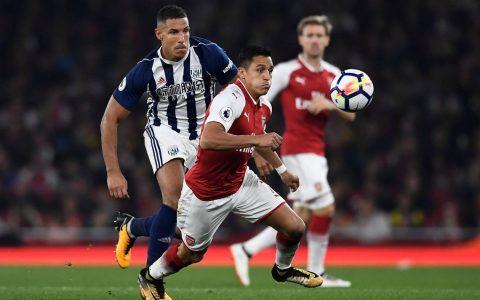 Sanchez và trọng tài bị chỉ trích thậm tệ sau trận thắng của Arsenal