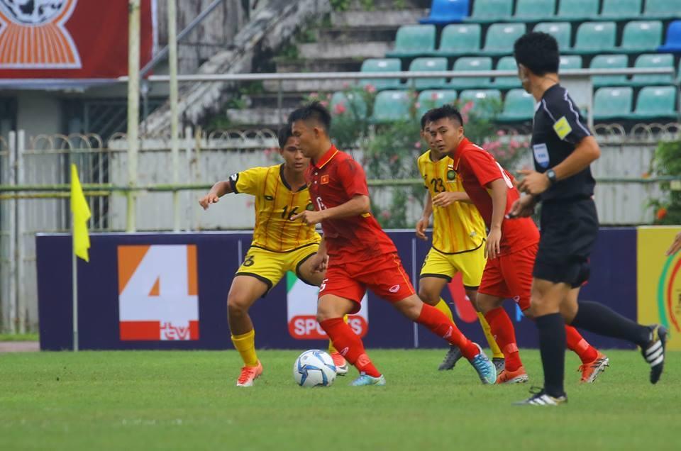 Thái Hiếu tái hiện sai lầm kinh điển của Phí Minh Long, U18 Việt Nam vẫn đè bẹp Brunei với tỉ số không tưởng