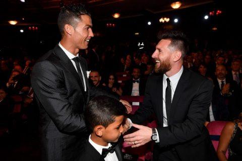 Hé lộ cuộc đối thoại thú vị giữa Ronaldo và Messi ở đêm trao giải The Best khiến NHM tròn mắt ngạc nhiên