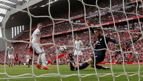 """David de Gea tiết lộ bí mật sau pha cứu thua bằng chân như """"hack"""" trong trận Liverpool khiến fan thích thú"""