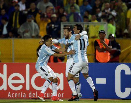 Siêu nhân Messi lập hat-trick kinh điển, Argentina ngược dòng hạ Ecuador đoạt vé đến Nga đầy kịch tính