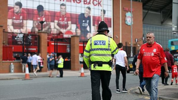 """An ninh """"căng thẳng"""" trước đại chiến Liverpool – Man Utd"""