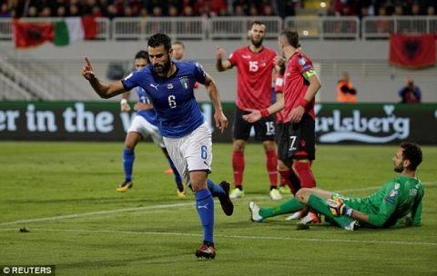 Candreva lập công, Italia nhọc nhằn vượt qua tí hon Albania ở lượt trận cuối