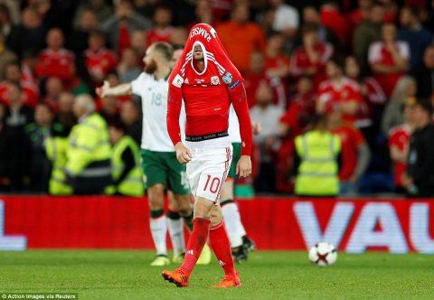 Thất bại tức tưởi trên sân nhà, Bale và các đồng đội cay đắng làm khán giả tại World Cup 2018